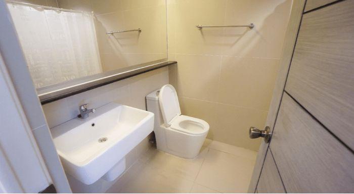 nhà vệ sinh trong ký túc xá trường Anh ngữ EV