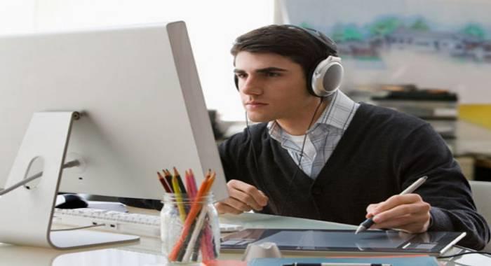 luyện nghe tiếng Anh thương mại bằng cách vừa nghe vừa ghi lại