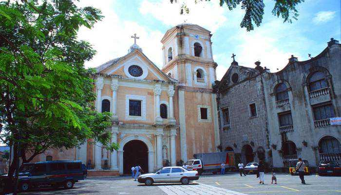 tham quan nhà thờ San Agustin vào thời tiết Philippines tháng 12