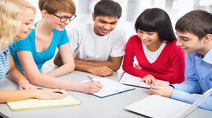 lựa chọn nên học giao tiếp trước hay TOEIC trước
