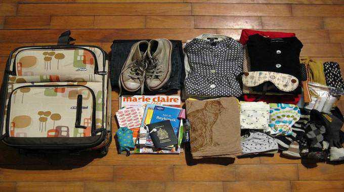 cách xếp đồ vào vali đi du học hiệu quả