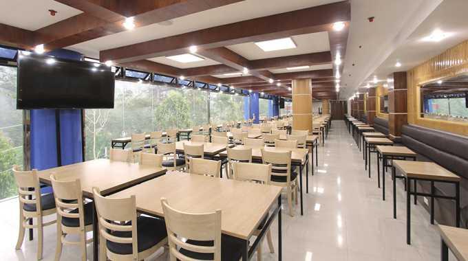 nhà ăn tại Main Campus của Pines