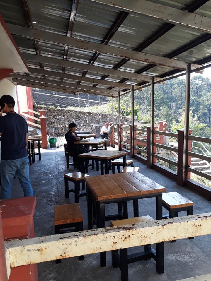 quan-cafe-trong-truong-monol-baguio