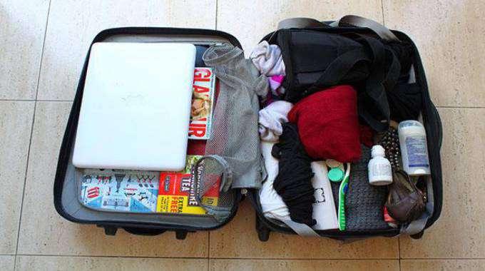 cách xếp đồ vào vali đi du học hữu ích
