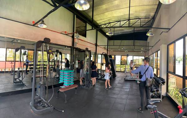 bao-cao-tham-quan-truong-ev-phong-gym