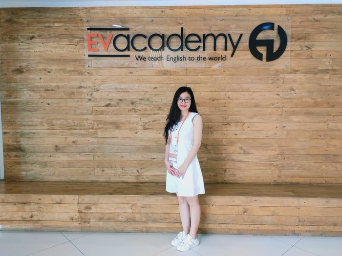 Mrs Ngọc Anh thăm trường Anh ngữ EV
